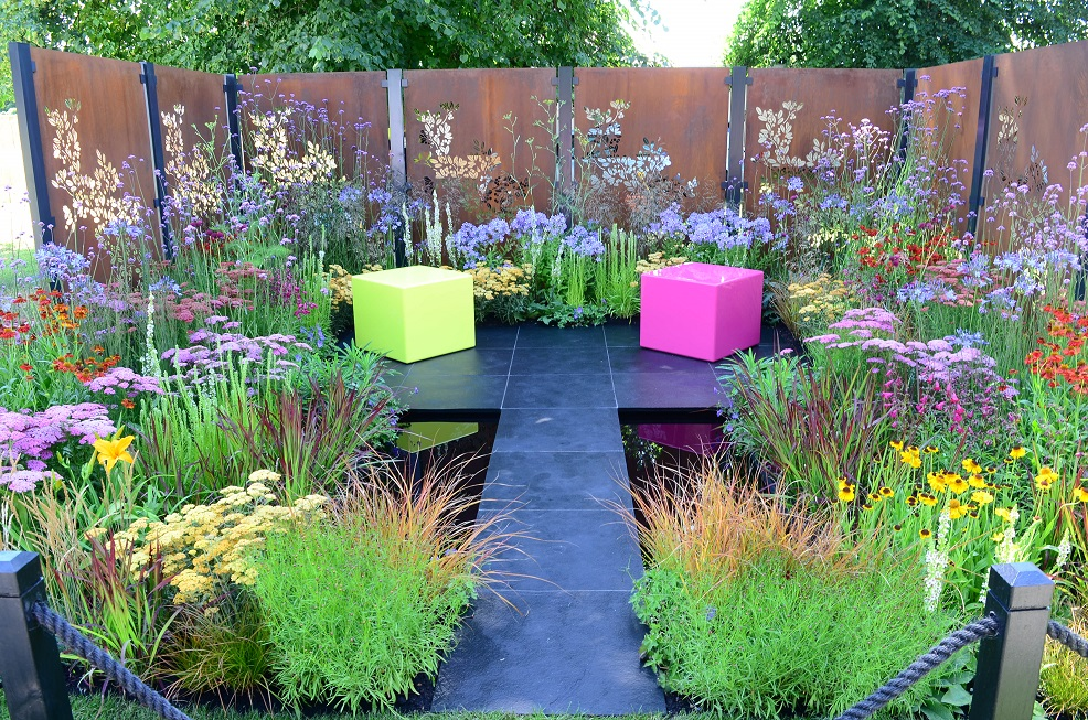 Building a show garden – the Colour Box experience! – mudandgluts